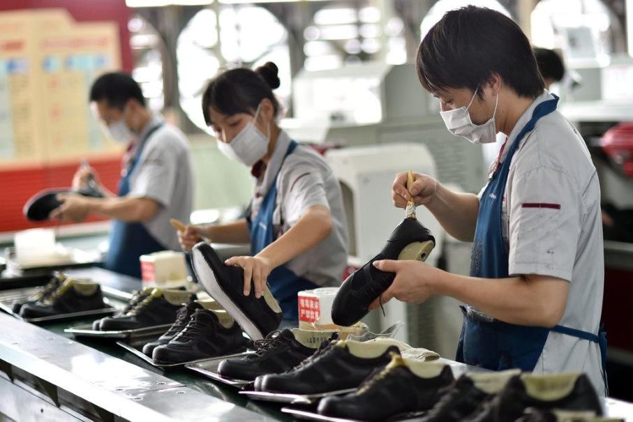 Производство спортивной китайской одежды и обуви